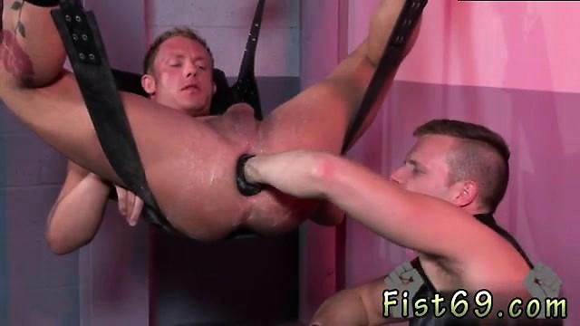 Фистингуют геев жестко