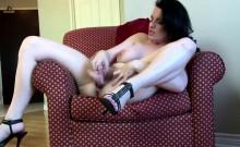 Canadian hot mom fingering herself