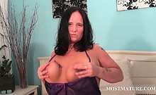 Mature slut plays with her horny body