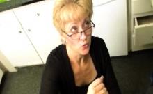 Mature Stepmom Wanks Stepson Till Bukkake