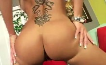 Gorgeous mamma twerks her butt