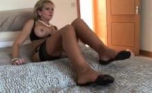 Unfaithful british mature lady sonia reveals her giant ballo
